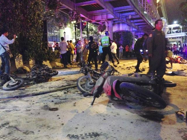 Police investigate the scene after an explosion in Bangkok,Thailand, Monday, Aug. 17, 2015. A large explosion rocked a central Bangkok intersection during the evening rush hour, killing a number of people and injuring others, police said. (AP Photo)