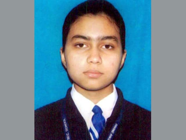 Khushi Tiwari (17) a small town girl from Karauli district of Rajasthan has bagged All India Rank (AIR) 2nd in the AIPMT retest results declared on Monday. (HT photo)