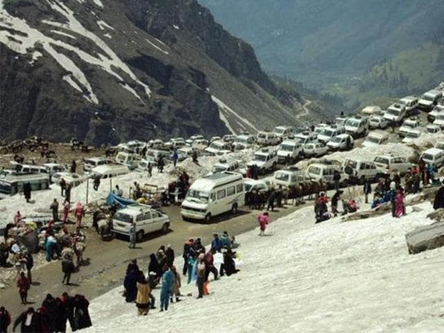 NGT,commercial activities,Rohtang Pass