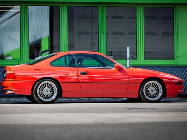 BMW Alpina B12 5.0 Coupé 1990-1994 : Although available for four years, there are fewer than 40 of these cars, with manual transmission and 12-cylinder engines, in the world. Photo:AFP