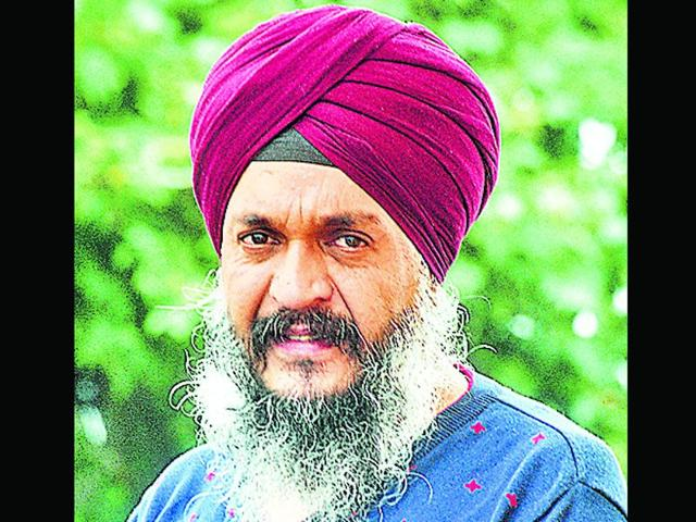 Sarabjeet Singh a.k.a Bobby Bhai, a Shimla-based philanthropist, selflessly takes the responsibility of providing solace to both the living and the dead. (HT Photo)
