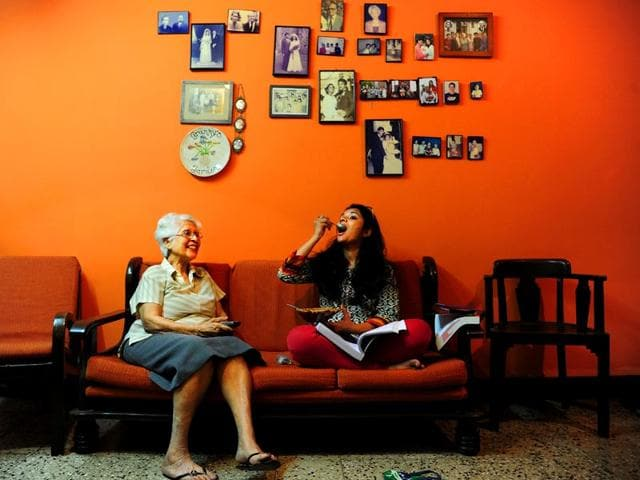 Alba D'Souza with her paying guest Sheetal at home in Sion. (Anshuman Poyrekar/HT photo)