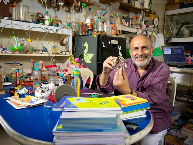 File photo of Arvind Gupta, the toy-maker who inspired generations to learn science via innovative new ways. (HT Photo)