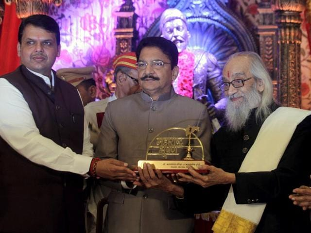 Historian and writer Babasaheb Purandare was conferred with the 'Maharashtra Bhushan' award, in Mumbai. (Kunal Patil/HT photo)