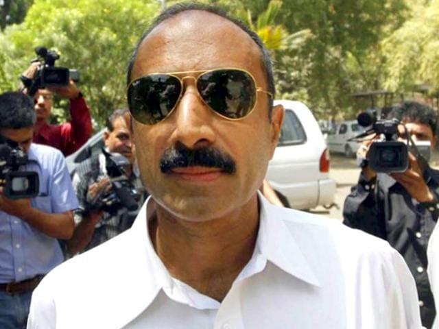 Senior IPS officer Amitabh Thakur arrives at the home ministry in New Delhi. (Ravi Choudhary/HT Photo)