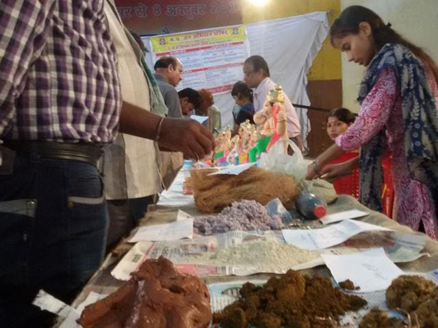 MP pollution control board organised a workshop for eco-friendly idol making in which Ashok Bhardwaj was the main resource person. (HT photo)