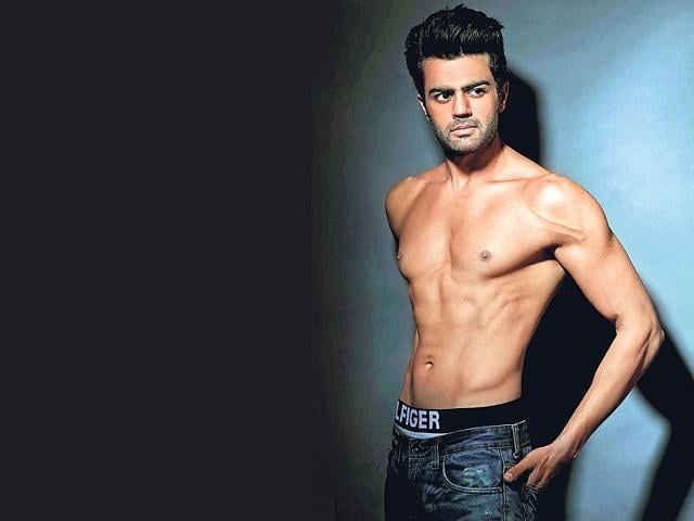 Despite having a lot on his plate, actor Manish Paul says he comfortably balances his work and family life.