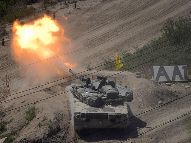 A South Korean tank of the 8th Mechanized Infantry Division takes part in a live-fire exercise at a training ground in Cheorwon, near the demilitarized zone (DMZ). South Korea on August 20, 2015 fired dozens of shells across the border into North Korea in retaliation for an apparent North Korean rocket attack, Seoul's defence ministry said (AFP Photo)