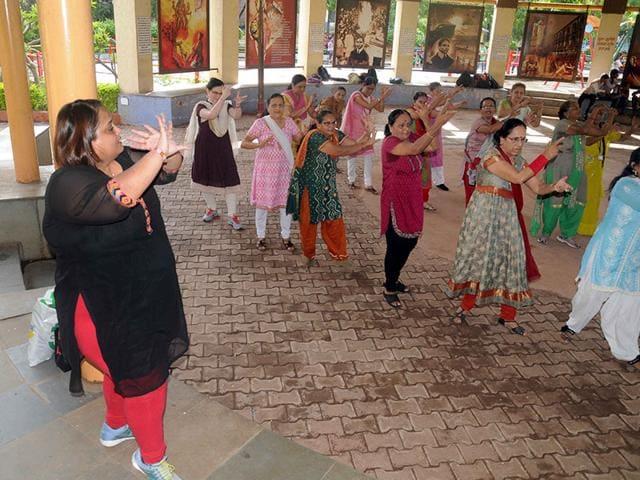 Dance classes are held once a week for senior citizens at Borivli's Veer Savarkar park. (Photo: Sanjay Solanki)