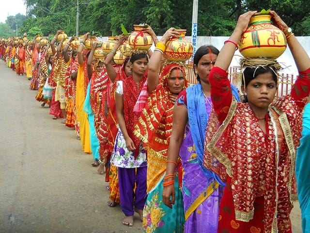 A file photo of women on a kalash yatra in Patna, Bihar. The Durga Vahini aims to make significant inroads into the minds of women voters, who constitute 46.65% of the total electorate. (Santosh Kumar/ HT Photo)