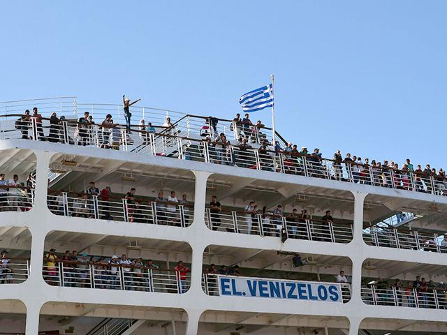 Greek government-chartered Eleftherios Venizelos ferry arrives at the Piraeus port in Athens. A Greek government-chartered ferry was transporting some 2,600 Syrian refugees to the Greek mainland, as islands struggling with an influx of migrants warned that the crisis is endangering public health. (AFP Photo)
