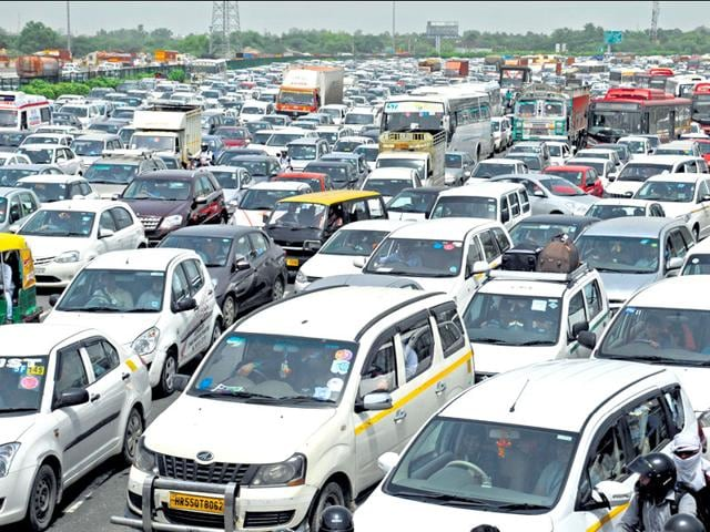 Blocking the entry-exit points at Signature Tower on Friday morning was part of the concessionaire's exercise to streamline traffic on the expressway. (Parveen Kumar/HT Photo)
