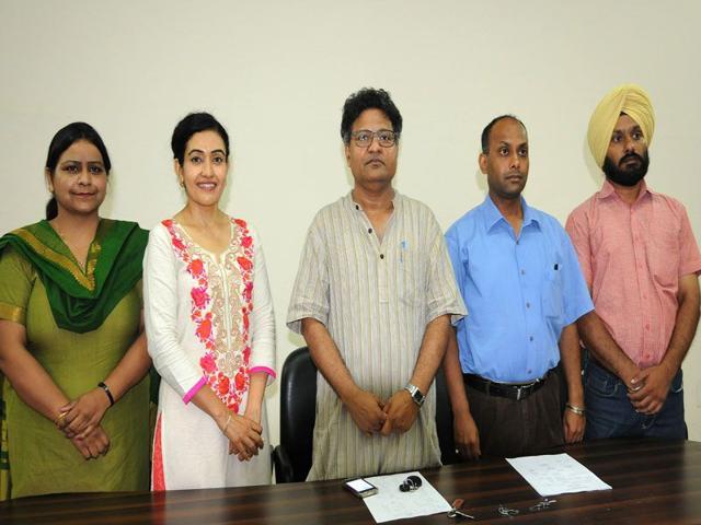 (From left) Navjot Kaur (treasurer), Kitty Sidhu (joint secretary), Akshaya Kumar (president), Anil Kumar (vice president) and Amrinder Pal (secretary) after the results on Thursday. (HT Photo)