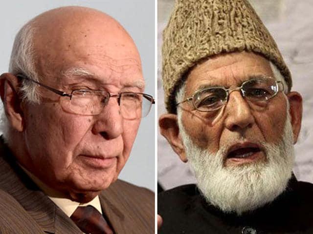 File photo of Pakistan NSA Sartaj Aziz (left) and Hurriyat leader Syed Ali Geelani.
