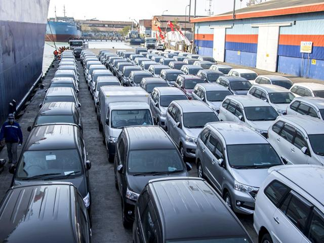 In this photograph taken on August 20, 2015 a shipment of about 500 Toyota vehicles, transported by cargo from Toyota manufacturing plant in Jakarta, arrive at Surabaya port in eastern Java island for distribution to their local outlets. (AFP Photo/Juni Kriswanto)