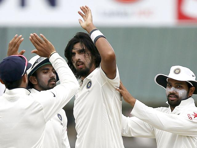 Ishant Sharma (2nd R) celebrates with his teammates after taking the wicket of Sri Lanka's Lahiru Thirimanne (not in picture) during the third day of their second test cricket match in Colombo. Reuters/Dinuka Liyanawatte