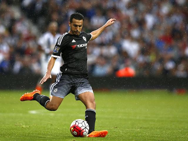 Chelsea's Spanish midfielder Pedro Rodriguez crosses the ball during the English Premier League football match against West Bromwich Albion at The Hawthorns in West Bromwich, England, on August 23, 2015. (AFP Photo)