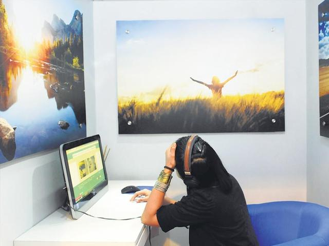 The EPsyClinic centre at Delhi's Select City Walk mall, a first of its kind, lets shoppers walk in for virtual consultations with therapists. Founder Shipra Dawar says the month-old facility gets about 40 patrons a day. (Saumya Khandelwal/HT)