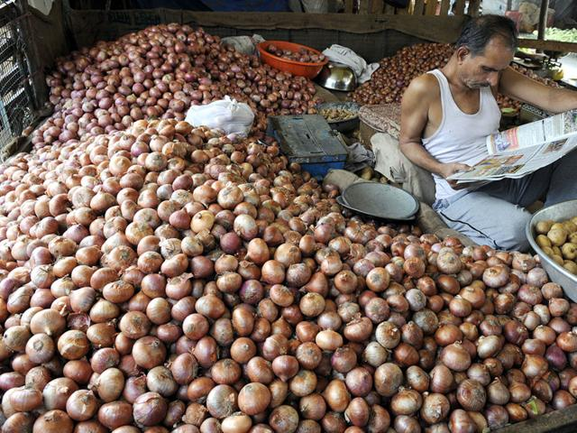 onion price,fall in onion production,profiteering by middlemen