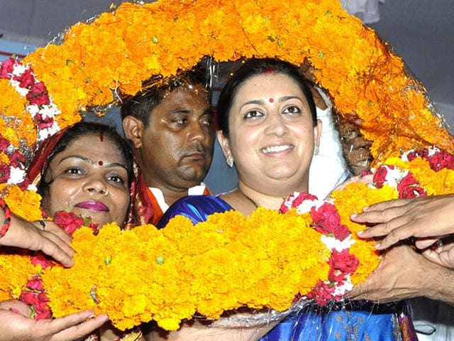 Union HRD minister Smriti Irani being felicitated by people during her Amethi visit on Sunday. (Dheraj Dhwan/HT Photo)