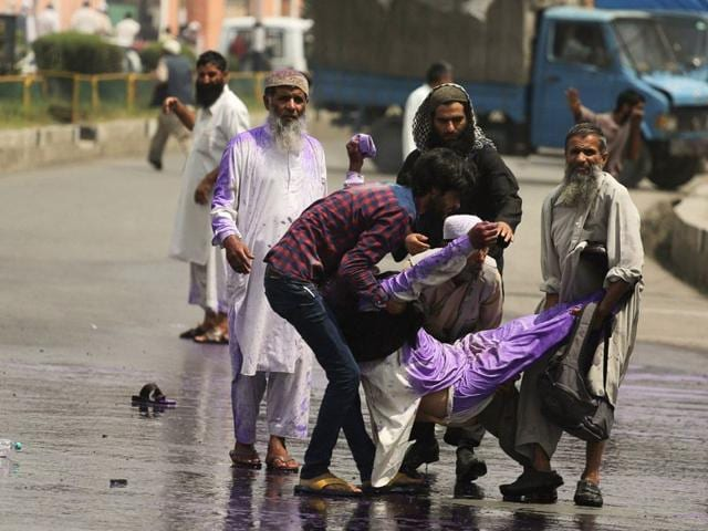 Police used water cannon, batons and fired a few rounds of tear gas shells to disperse the protestors, who were irked after the police blocked the entrance to Geelani's residence at Hyderpora, where he was scheduled to address a party convention. Abid Bhat/HT