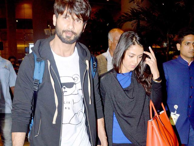 Shahid Kapoor and Mira Rajput were spotted hand-in-hand at Mumbai airport as they returned from their honeymoon in London. (Photo: Yogen Shah)