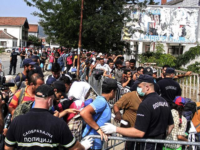 Police patrol,Migrants,Hungary-Serbia border