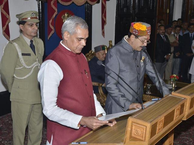 Himachal Pradesh governor Acharaya Dev Vrat administering the oath of office to Karan Singh, who was inducted as a cabinet minister in the Virbhadra government in Shimla on Thursday. HT Photo