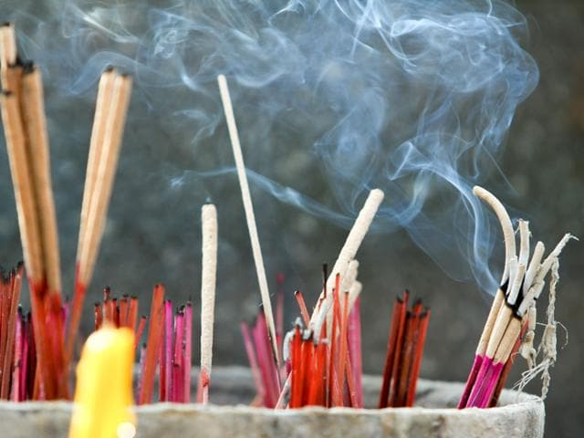 Incense Smoke Dangers,Incense Smoke Dangerous,Incense Smoke Ill Effects