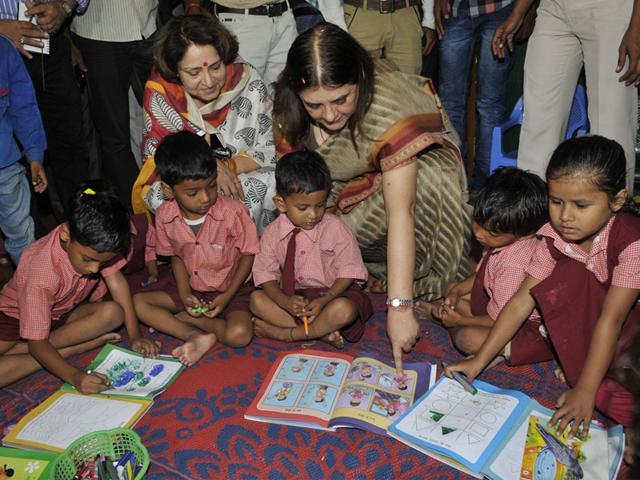 Union minister Maneka Gandhi interacts with children at an anganwadi centre during her visit to Bhopal on Thursday. (Praveen Bajpai/HT photo)