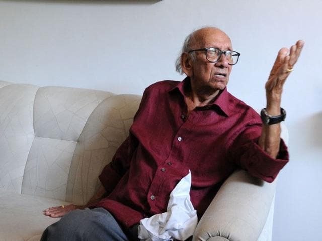 The veteran architect Manmohan Nath Sharma talks of his paintings which he made in the past two years, picking up the brush for the first time at the age of 91 when he was confined to the bed with illness. (Sanjeev Sharma/ HT)