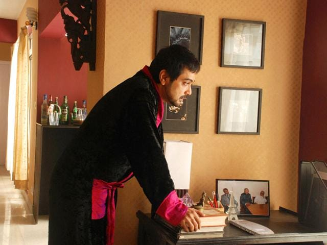 Prosenjit Chatterjee plays an actor named Arun Chatterjee in Autograph. The film went on to become one of the highest-grossing Tollywood films in 2011.