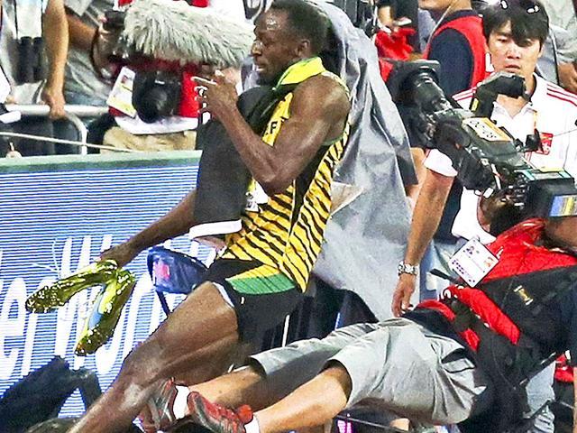 Usain Bolt,Bolt wins gold,Bolt hit by cameraman