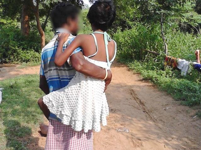A daily wage worker in Jharkhand's East Singhbhum district is forced to carry his 9-year-old daughter, who was raped almost two months ago, to a primary health centre at least four kilometres away everyday. (HT Photo)