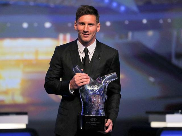 FC Barcelona's Argentinian striker Lionel Messi poses with the Best Men's player in Europe trophy at the end of the Uefa Champions League Group stage draw ceremony, on August 27, 2015 in Monaco. (AFP Photo)