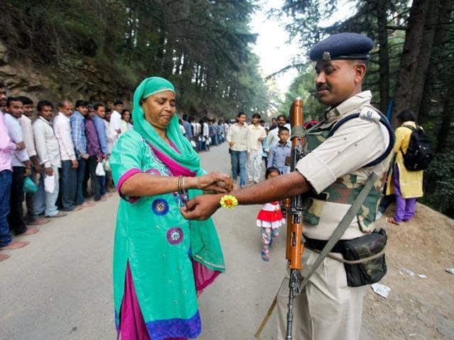 A woman ties rakhi on the wrist of a CRPF personnel on the occassion of Raksha Bandhan at Shankaracharya in Srinagar. Abid Bhat/ HT