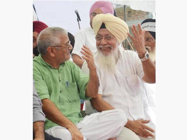 AAP MPs Harinder Singh Khalsa and Dr Dharamvira Gandhi are going to skip its Rakhar Puniya conference at Baba Bakala for a volunteer meet organised by sacked Amritsar leader Dr Daljit Singh.