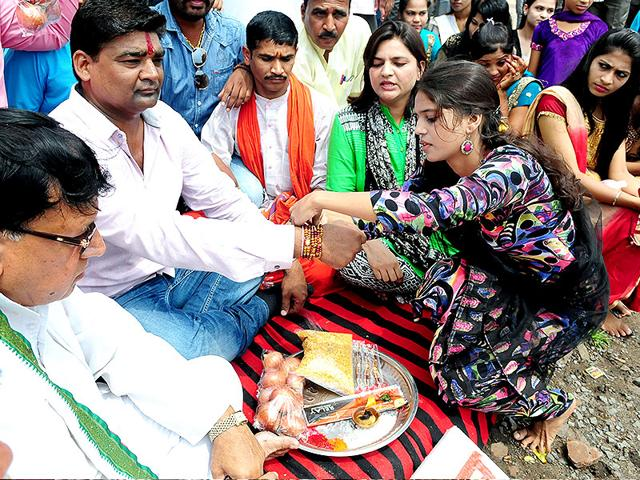 Raksha Bandhan,Youth Congress leaders,Madhya Pradesh