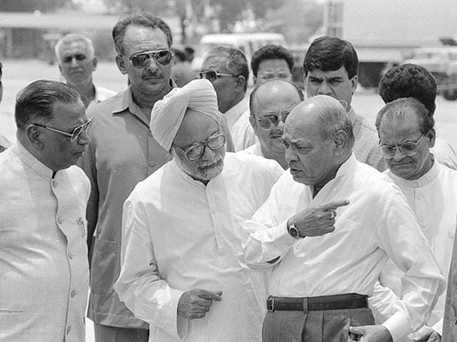 Manmohan Singh with former prime minister Narasimha Rao in June 1994. (Photo: Sanjay Sharma/HT)