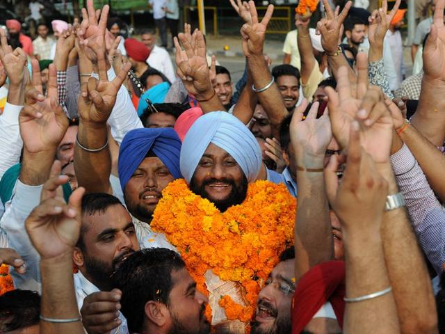 Newly elected Mohali mayor Kulwant Singh celebrating with his supporters after the winning the mayoral elections in SAS Nagar on Friday. Gurminder Singh /HT