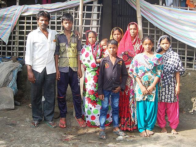 14-year-old Rana Khan (second from left) with his family members. (HT Photo)