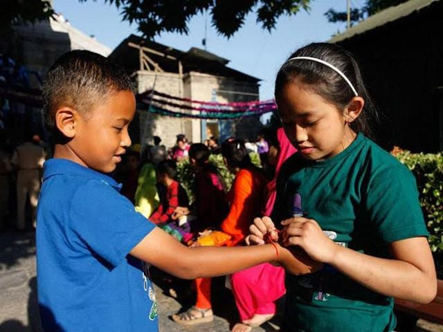 A girl ties rakhi to her brother at Shankaracharya in Srinagar. Abid Bhat/HT