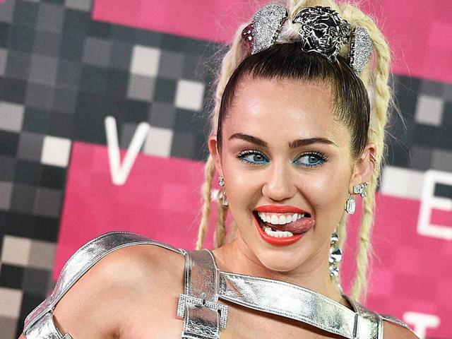 Miley Cyrus,MTV Video Music Awards,Miley Cyrus Topless Selfies