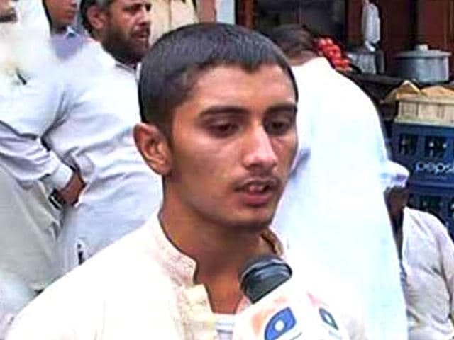 A son of a samosa vendor in Pakistan has secured the top position in Class 12 examination, a media report said on Monday. (Photo/Geo News)