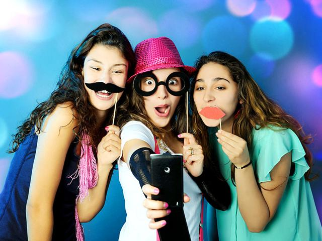 Teens who have close friendships likely to become healthy adults, says a new study. (Shutterstock)