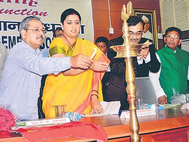 Union HRD minister Smriti Irani and others at the launch of IIM-Bodh Gaya's academic session on Monday. (Rajesh Kumar/ HT photo)