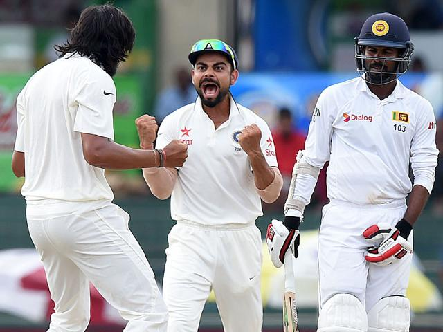 India's Lokesh Rahul, left, and captain Virat Kohli celebrate the dismissal of Sri Lanka's Lahiru Thirimanne during the final day of the third and final Test match in Colombo, on September 1, 2015. (Reuters Photo)
