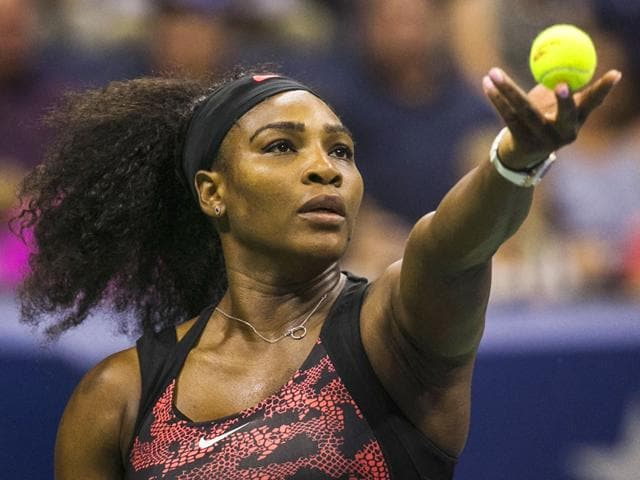 Serena Williams of the US serves to Vitalia Diatchenko of Russia during their women's singles first-round match of the 2015 US Open at the USTA National Tennis Center in New York, on August 31, 2015. (Reuters Photo)