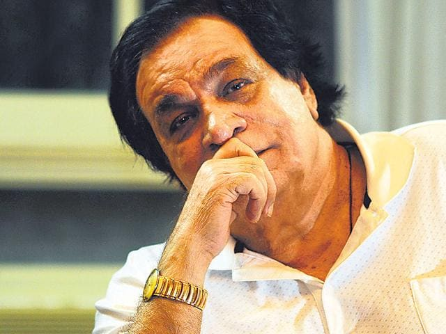Kader Khan's friends and members from the Hindi film industry are writing a letter to the PM requesting him to honour the veteran actor with a Padma Shri.