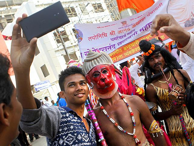 Kumbh Mela selfies,Nashikk Kumbh Mela,Taking Selfies